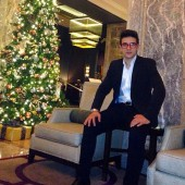 @barone_piero Piero with a beautiful Christmas tree San Francisco
