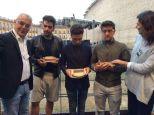 Comune di Macerata3 Il Volo predented sith miniature momentos of the Sferistiero Macereta Theater - August 2015