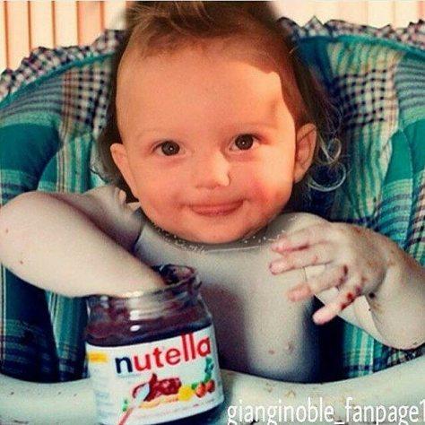 GG w hand in nutella