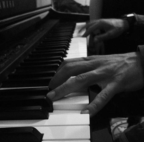 piero hands on piano
