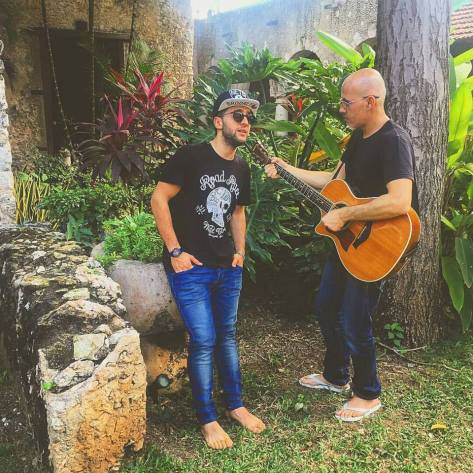 piero sing w guitar player