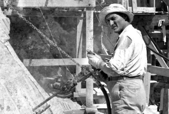 Luigi del Bianco working at Mount Rushmore