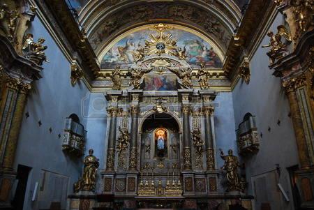 35257038-bleu-church-interiour-assisi